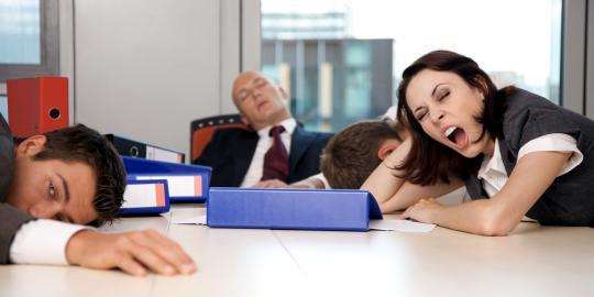 5 Cara Agar Tetap Semangat Bekerja Saat Puasa